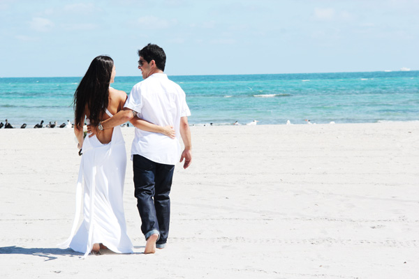 Small Affordable Miami Beach Wedding - Cheap Intimate Beach Weddings
